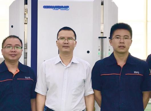 Qiu Lianchang (center) together with other Achtecl employees in front of the CC800® HiPIMS.
